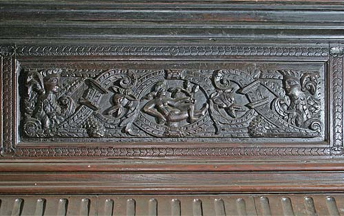 Fireplace Mantle Detail: Top Center