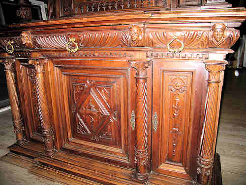 This picture shows the lower part of the cabinet.